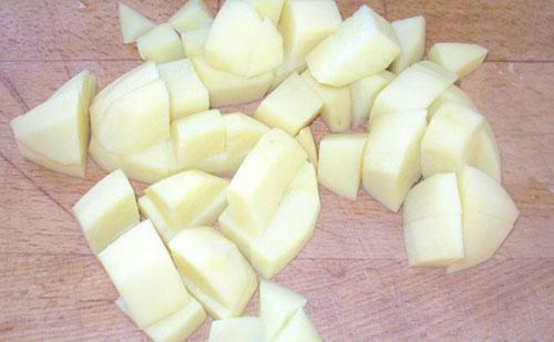 Гуляш из говядины с картошкой