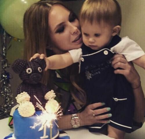 Стас Пьеха поздравил сына с первым днем рождения