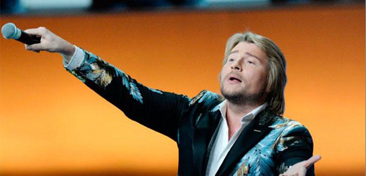 Падения Николая Баскова на сцене связаны с Боней