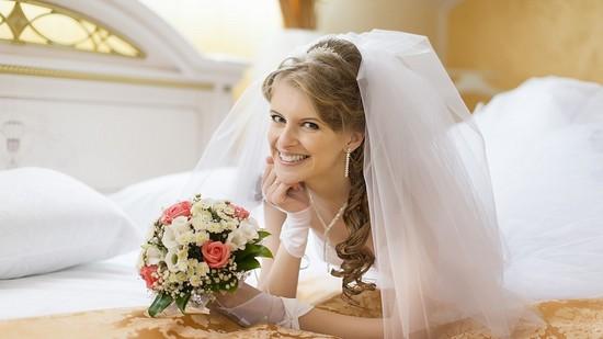 Трогательные поздравления на свадьбу подруге в стихах и прозе
