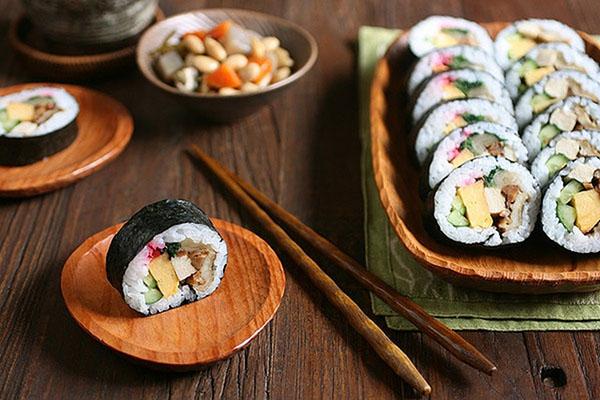 Как правильно держать палочки для суши