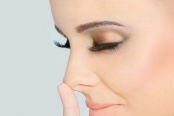 Нос с горбинкой у девушки
