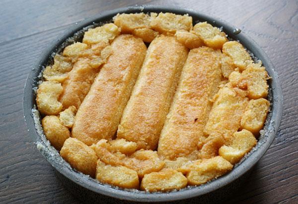 Рецепт изысканной яблочной шарлотки с печеньем Савоярди