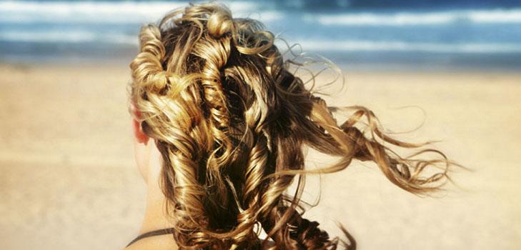 ТОП-3 спреев для волос, которые стоит взять в отпуск