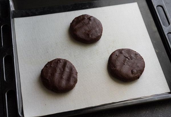Вкусный рецепт: большие шоколадные печенья с пряностями