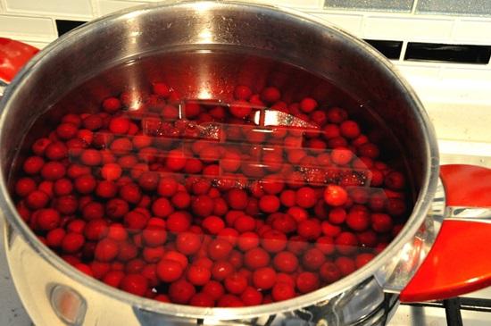 Ароматный компот из вишни на зиму - рецепт