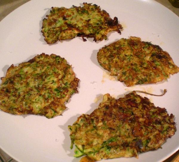 Вкусные оладьи из кабачков по быстрым рецептам