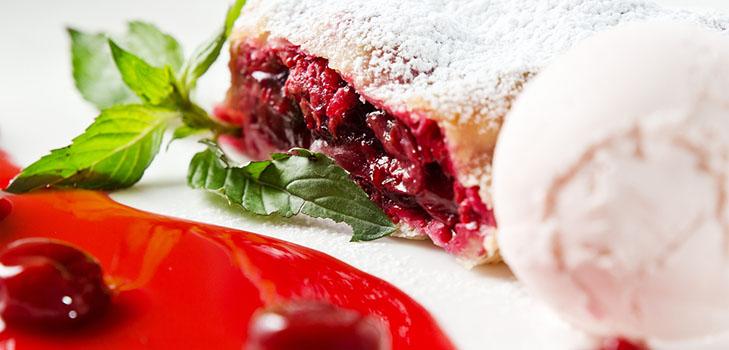 Рецепт сочного и нежного вишневого штруделя с корицей