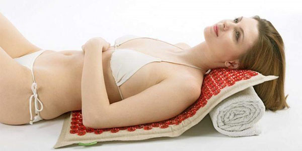 Аппликатор Кузнецова: инструкция по применению, как использовать коврик при остеохондрозе и болях в спине, фото и видео
