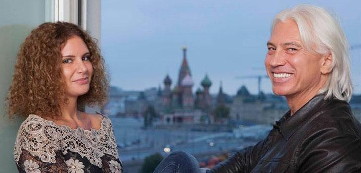 Пребывающая в трауре вдова Хворостовского замечена на банкете