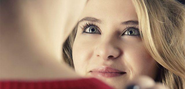 Как понять, что девушка влюблена, но скрывает, рассказывает психолог