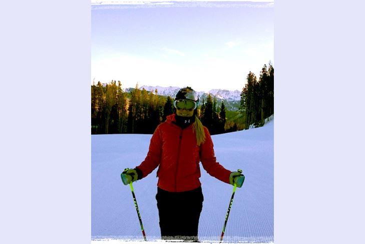 Линдси Вонн празднует День Благодарения на горнолыжном курорте