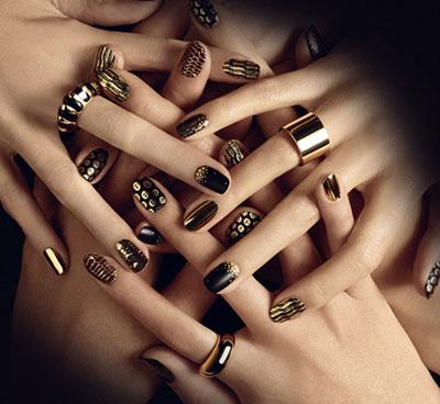 Этой осенью золотой цвет ногтей будет особенно актуальным