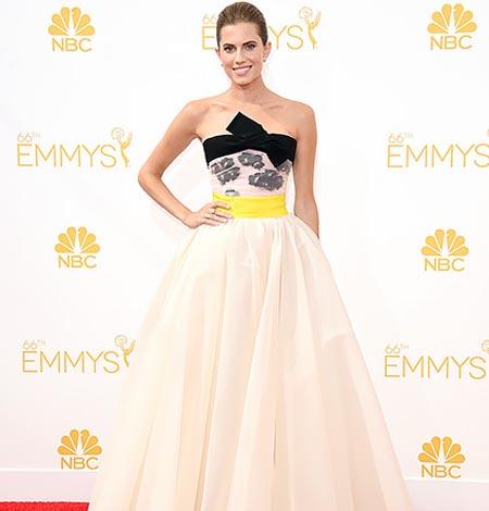 Самые красивые платья знаменитостей на церемонии вручения Emmy