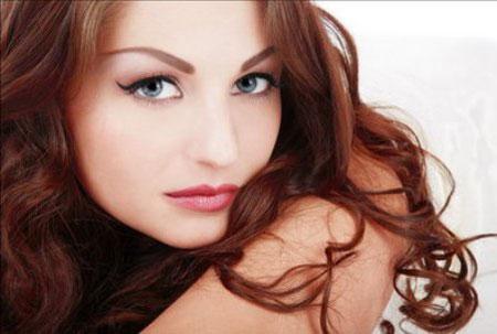 брови и волосы должны гармонировать по цвету