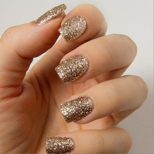золотистые ногти