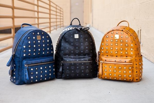 98b3e7ece8f4 Юным девушкам, ищущим свой стиль, а также романтичным натурам понравятся  молодежные рюкзаки из текстиля с интересными узорами. Милые цветы или  этнические ...