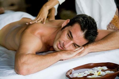 Как сделать расслабляющий массаж спины для мужчин