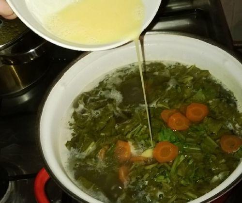 Щи зеленые с яйцом на мясном бульоне, пошаговый рецепт с фото