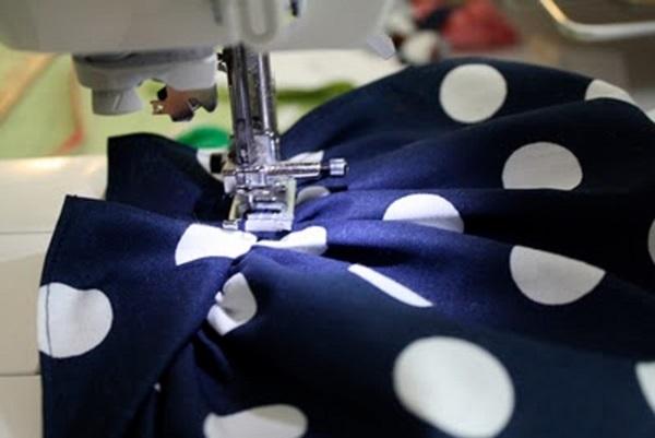kak-sshit-odezhdu-dlya-kukol-11 Как сделать легко кукле одежду. Как сделать одежду для кукол своими руками, для Барби, для монстр Хай, для Лол