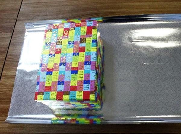 kak-upakovat-podarok-v-podarochnuyu-bumagu-18 Как упаковать подарок в подарочную бумагу красиво и необычно: мастер-классы