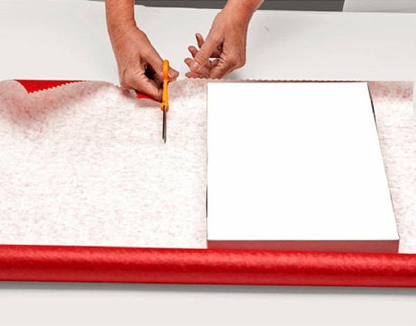 kak-upakovat-podarok-v-podarochnuyu-bumagu-2 Как упаковать подарок в подарочную бумагу красиво и необычно: мастер-классы