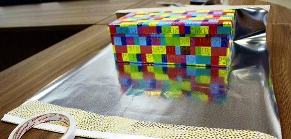 kak-upakovat-podarok-v-podarochnuyu-bumagu-21 Как упаковать подарок в подарочную бумагу красиво и необычно: мастер-классы