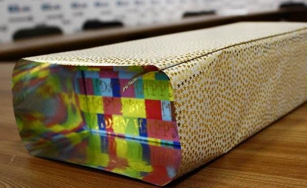kak-upakovat-podarok-v-podarochnuyu-bumagu-22 Как упаковать подарок в подарочную бумагу красиво и необычно: мастер-классы
