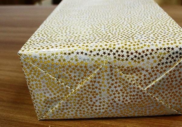 kak-upakovat-podarok-v-podarochnuyu-bumagu-26 Как упаковать подарок в подарочную бумагу красиво и необычно: мастер-классы