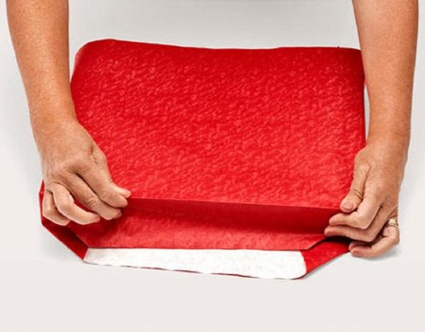 kak-upakovat-podarok-v-podarochnuyu-bumagu-5 Как упаковать подарок в подарочную бумагу красиво и необычно: мастер-классы