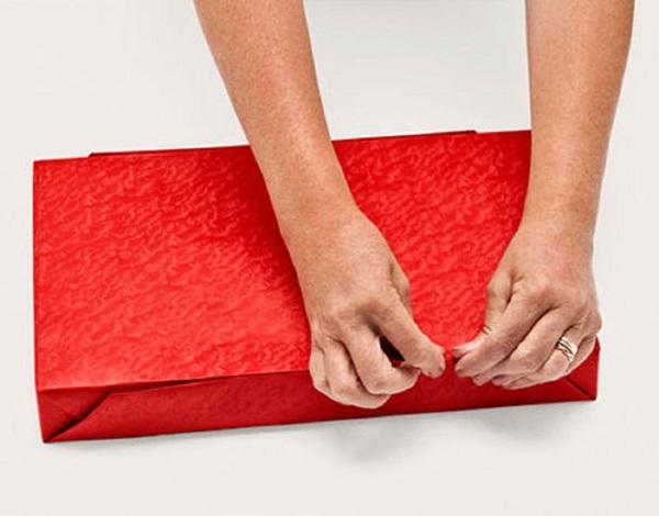kak-upakovat-podarok-v-podarochnuyu-bumagu-6 Как упаковать подарок в подарочную бумагу красиво и необычно: мастер-классы