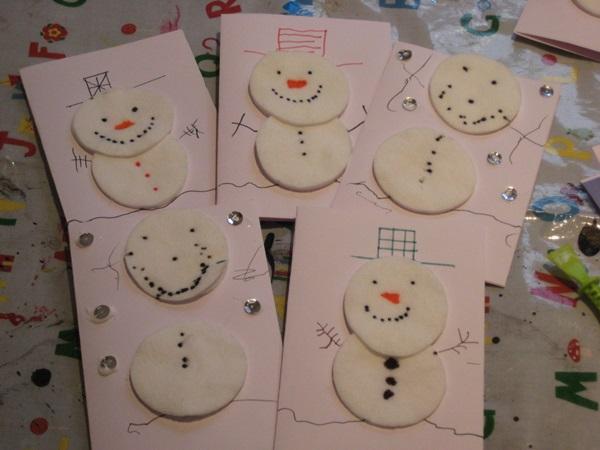 Рождественские открытки своими руками для детей из ватных дисков, сердцами