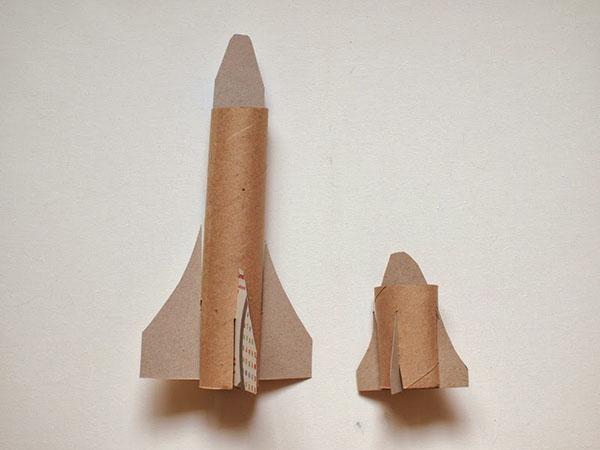 kak-sdelat-raketu-svoimi-rukami-17 Как сделать ракету своими руками из бумаги, картона, фольги, бутылки, спичек – схемы и модели. Как делать космическую ракету, которая летает — пошаговый мастер-класс