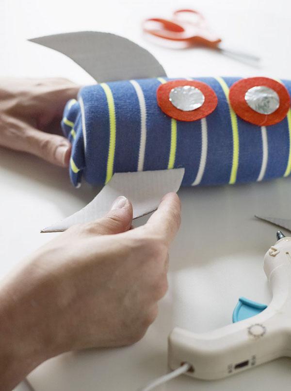 kak-sdelat-raketu-svoimi-rukami-5 Как сделать ракету своими руками из бумаги, картона, фольги, бутылки, спичек – схемы и модели. Как делать космическую ракету, которая летает — пошаговый мастер-класс