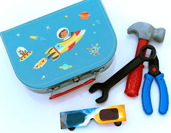 kak-sdelat-raketu-svoimi-rukami-9 Как сделать ракету своими руками из бумаги, картона, фольги, бутылки, спичек – схемы и модели. Как делать космическую ракету, которая летает — пошаговый мастер-класс
