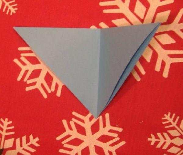 sneghinki-svoimi-rukami-13 Снежинки своими руками из бумаги: 100 схем вырезания снежинки из бумаги