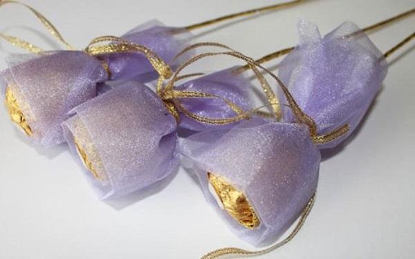 buket-iz-konfet-svoimi-rukami-dlya-mamy-4 Букет из конфет своими руками в мастер-классе с фото. Как сделать цветы из конфет самому