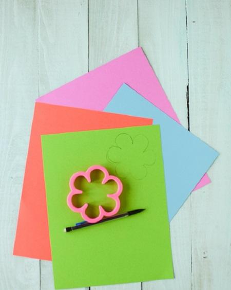 buket-iz-konfet-svoimi-rukami-dlya-nachinayutschih-3 Букет из конфет своими руками в мастер-классе с фото. Как сделать цветы из конфет самому