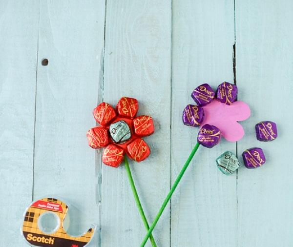 buket-iz-konfet-svoimi-rukami-dlya-nachinayutschih-5 Букет из конфет своими руками в мастер-классе с фото. Как сделать цветы из конфет самому