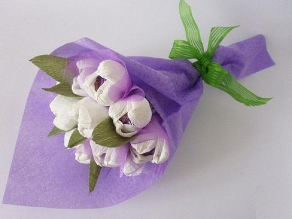 buket-iz-konfet-svoimi-rukami-gofrbumaga-1 Букет из конфет своими руками в мастер-классе с фото. Как сделать цветы из конфет самому