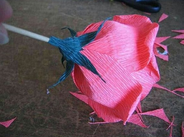 buket-iz-konfet-svoimi-rukami-rozy-8 Букет из конфет своими руками в мастер-классе с фото. Как сделать цветы из конфет самому