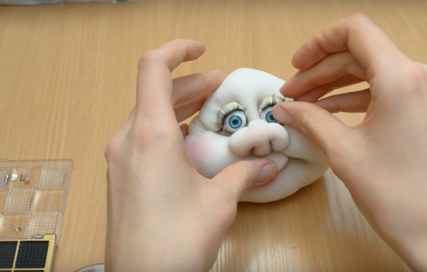 snegurochka-svoimi-rukami-10 Снегурочка своими руками: поделка в детский сад и школу || Снегурочка из капрона