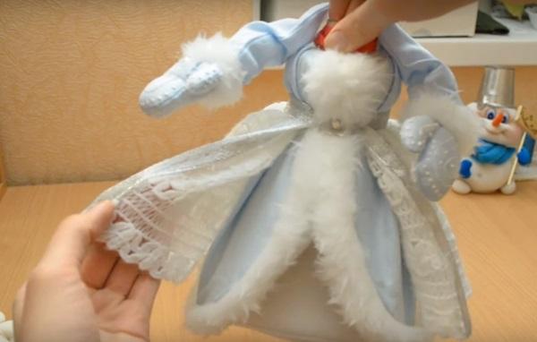 snegurochka-svoimi-rukami-12 Снегурочка своими руками: поделка в детский сад и школу