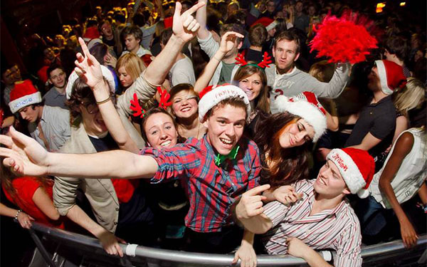 смешные конкурсы на новый год для молодежи весёлой компании