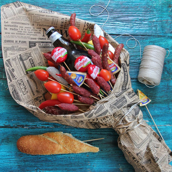 buket-dlya-muzhchin-svoimi-rukami-iz-piva-12 Как сделать пивной букет своими руками, пошагово. Букет пивной для мужчин фото, в кружке, в коробке, на 23 февраля
