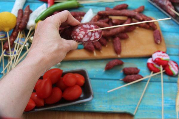 buket-dlya-muzhchin-svoimi-rukami-iz-piva-4 Как сделать пивной букет своими руками, пошагово. Букет пивной для мужчин фото, в кружке, в коробке, на 23 февраля