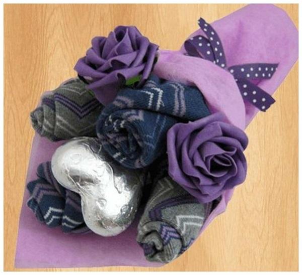 несколько фиолетовых букеты из носков своими руками пошаговые фото все еще несет
