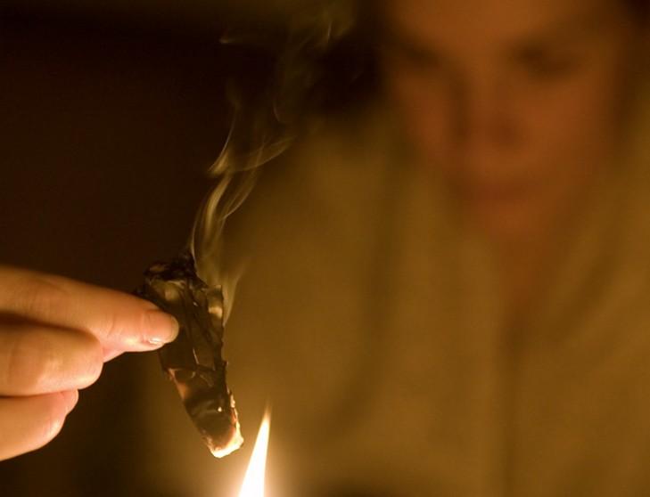 Гадание с помощью тени сожженной бумаги значение и толкование теней